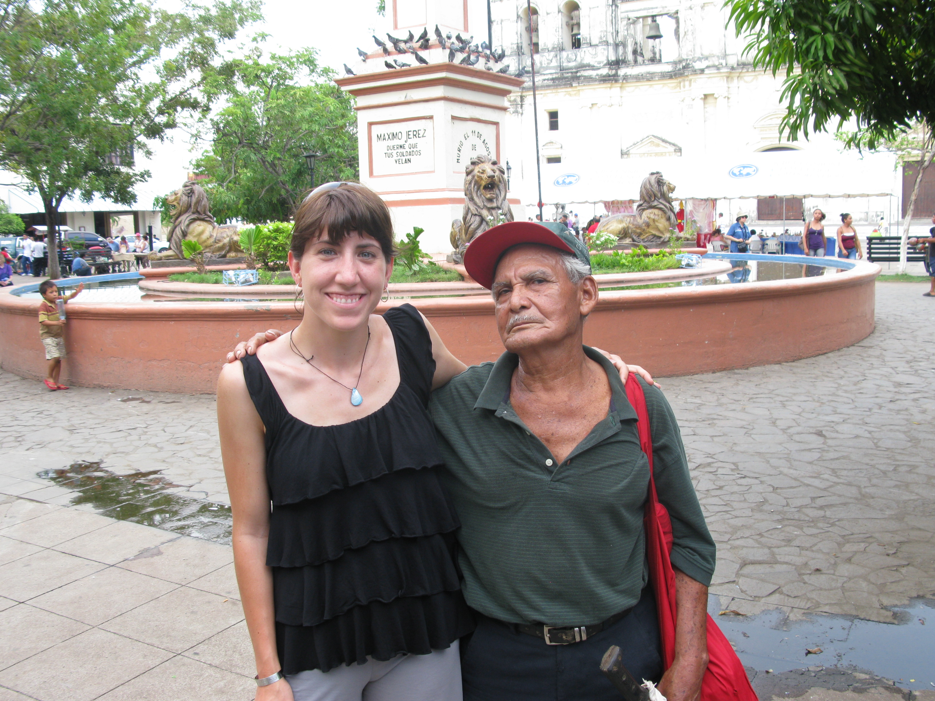 This man came up to Shannon and just kept talking and talking.  We didn't understand what he was saying, but then he started pointing at the camera.  Lisseth came over to help translate for him, and we found out that he just wanted to take a picture with a pretty lady.  ¡Qué Bonita!
